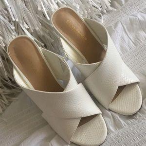 White Shoe Dazzle  Mule